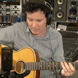 Warren Huart using the LCT 240 PRO mic to record acoustic guitar